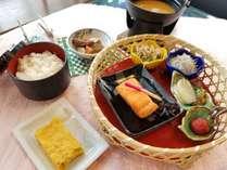 朝食は人気の和食。