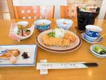 *夕食一例/地元ホテルでの修行経験もある主人が作る家庭料理は程よいボリュームで優しい味。
