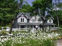 花いっぱいのアメリーハウス軽井沢