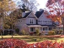 10月下旬のアメリーハウス軽井沢! このころの軽井沢は美しい紅葉に彩られます。