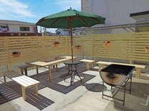 オープンBBQスペース他にも屋根付きBBQスペースを併設