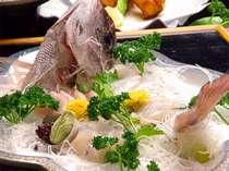 魚種の多い知多ならでは!旬の一押し地魚の舟盛りがつきます。