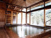 甘露の湯・内湯。近畿随一の天然ラドン含有率を誇る美肌の湯をお愉しみ下さい。