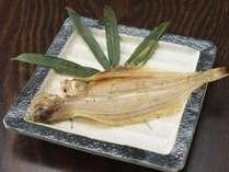 地元産の旬なお魚も楽しめる/例