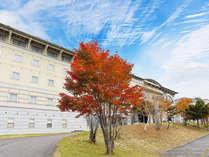 秋季 ホテル外観