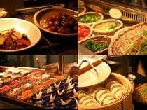 夕食も地元食材たっぷりの郷土料理の手法も取り入れたお料理がバイキングスタイルで満喫できます。
