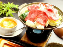 【高千穂牛の陶板焼き】霜降りの肉は、豊潤な旨味をまとい、柔らかい舌触りの高千穂牛(^^♪