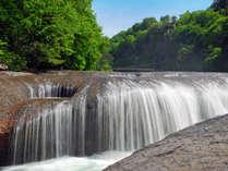 *吹割の滝/当館から車で約30分、夏は涼、秋は紅葉の名所です