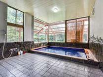 *【大浴場/男湯】多きな窓が開放的。ゆったり疲れを流してください!