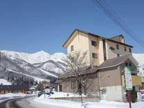 ホテル外観と白馬三山