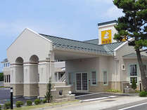 アメリカンスタイルのミニホテル。出雲大社の参道沿い。無料駐車場完備。