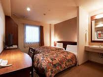エキストラツイン(幅150cmベッド+90cm幅ベッド)広さ21平米