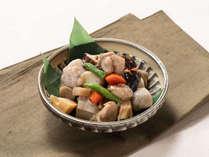 がめ煮。鶏肉や根菜を甘辛く煮込んだ福岡の郷土料理。