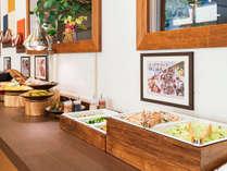 温かみのある朝食会場で、こころと体に染み渡る朝食をお楽しみください♪
