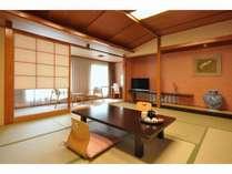 ご家族でも広々とお使い頂ける和室スペース(お子様にも安心してお寛ぎ頂けます)。