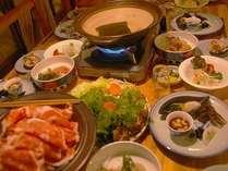 評判の郷土料理 「ラム肉のしゃぶしゃぶ」 ジンギスカン鍋と並んで北海道の醍醐味です。