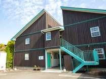 ・河口湖ICより車で5分のアパートタイプの宿泊施設。富士急ハイランドや河口湖観光におすすめの好立地!