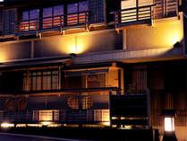 外観(夜)熊野灘に面する紀伊長島にある全4室の割烹民宿です。