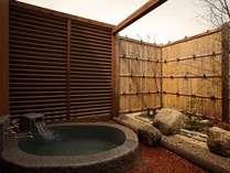 客室の岩露天風呂