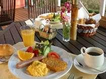テラスで朝食 春・秋限定平日2組まで要予約