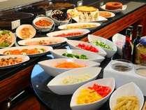 ご朝食は洋食レストランにてビュフェ形式でご用意。