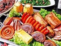 【夕食】人気のランプ肉もぜひご賞味ください。