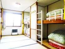 8ベッドあります。昔懐かしい畳の2段ベッド。