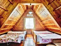 ウッディな作りの2階寝室です。