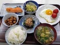 *ご朝食一例。バランスを考えたメニューを日替わりでお出ししています。