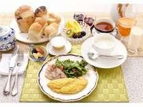 自家製のパン スープ ベーコン 豆乳 フレッシュジュース自家焙煎の珈琲などを提供させていただきます。