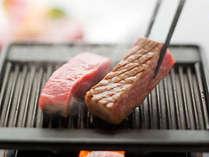 【和牛ステーキ】 「じゅわ~っ」 溢れ出た脂が醸し出す、豊かな香りと音の饗宴♪