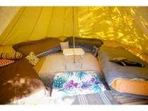 エアーベッドが4台ございます。それ以上でご宿泊希望の場合は定員分のテントをお取りします。