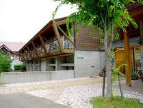 【外観】平成12年に閉校した蕎原小学校を改装!懐かしいふるさとがここにはあります。