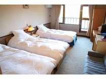 写真では3ベッドですが、シングルベッドをもう1つ入れて4ベッドにもなります。