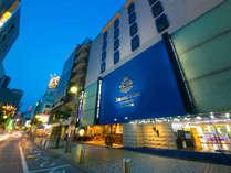 中洲の繁華街に位置する駅近アクセス至便なホテル