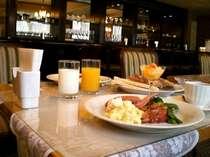 朝食はバイキングスタイル(営業時間am6:45~am9:00)