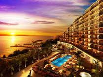 夕日に照らされオレンジ色に染まる美しい西海岸 その時間はホテルもオレンジに染まります