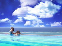 美しい海と繋がるような アネックス棟12F「インフィニティプール」(4~10月)