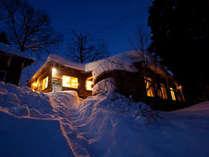 ペンションLasママス&パパス(雪積もる夜景)