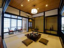 広々とした畳のスペースは、 ダイニングスペース兼寝室となります。