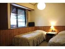 ツインルーム。床暖房+羽根布団で心地よい眠りが好評です。