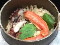 【釜飯(一例)】会席のメインが釜飯でボリューム満点!地元の棚田米を使用しております♪