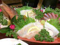 【舟盛(一例)】鮮魚のお造りを豪快な舟盛で♪※写真は2人前です。