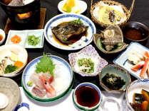 【会席(一例)】地元の食材を使った獲れたて鮮魚やお野菜を使用します!
