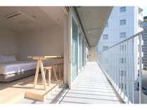 スタンダードなお部屋です。階層ごとに異なる客室デザインをお楽しみいただけます。(c)Ryota Atarashi