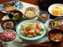 【スタンダード】信州産の素材をたっぷり使用した夕食です。栄養たっぷりですよ★