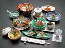 ○琵琶湖特産の湖魚を使った京風会席は、色どり鮮やかで目にも美味しい逸品です。