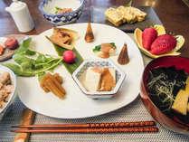 【朝食】四季折々の「郷土の季節料理ご膳」 ※お正月は「手づくり&無添加おせち料理ご膳」