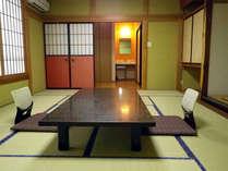 和室(一例)お部屋からは、遠くに柏崎の海を望めます。
