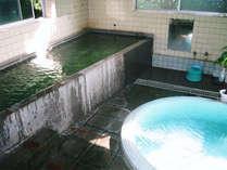 (内湯)当館には2種類の源泉があり、どちらもアルカリ濃度が高い良泉です。